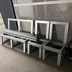 Komplet profili za kovinsko klop za 2 osebi z dvema stoloma - pripravljeno za nadgradnjo